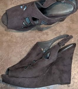 Sbicca 8.5 gray suede like wedge heels